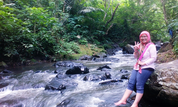 aliran air di sungai maribaya