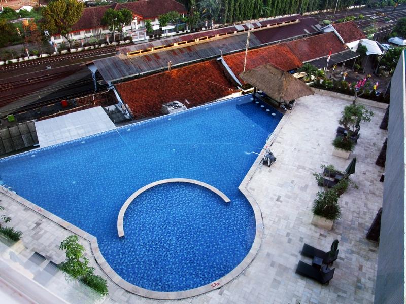 Foto kolam renang hotel di malang - the balava