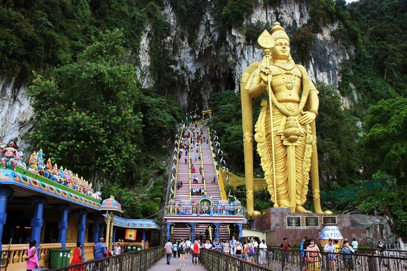 Batu Caves sebenarnya merupakan tempat beribadah namun serit dijadikan tempat wisata di malaysia