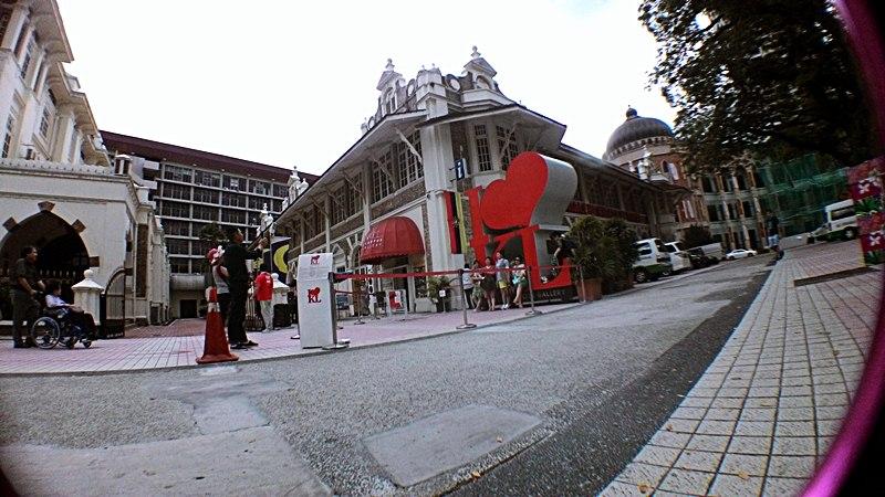 Merdeka Square dan Kuala Lumpr City Galery juga merupakan tempat wisata di malaysia yang tak boleh dilupakan